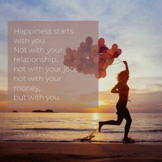 Geluk start bij jou!  Jaren lang heeft men persoonlijk geluk als een maatstaf gebruikt, de som van een aantal doelen. Wanneer je dan deze geluksdoelen bereikt hebt, dan ga je ervan uit dat je alles in handen hebt om gelukkig te zijn.  Een goed betaalde baan Een fantastische relatie Een eigen huis Een gezin  Maar vaak duurt het wel heel lang alvorens je al deze doelen bereikt hebt en wat velen dan ervaren dat het gelukg er nog steeds niet is.  Nieuwe doelen worden weer vooropgesteld, steeds op zoek naar het ultieme geluk... en dit terwijl het ware geluk altijd al in handbereik lag.  Want dit geluk, ligt niet in een ideale relatie, niet in de perfecte job, niet in overvloed maar in jou.  Het is een nieuwe week, een nieuwe maand. Nodig jezelf uit om geluk te voelen in kleine, alledaagse dingen. Proef dat moment van geluk en besef dat je geen grootse doelen nodig hebt om dit gevoel te ervaren. . . .  DM me for credits
