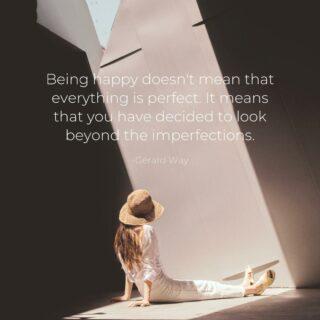 Voorbij de imperfectie  Gelukkig zijn, het is iets dat we voornamelijk koppelen aan positieve zaken. We ervaren het als een staat van zijn bij een bepaalde gebeurtenis of moment in je leven, dat als positief wordt ervaren.  Echter, sinds enige tijd leren we ook dat gelukkig zijn ook kan betekenen dat je ok bent met de imperfecte dingen in je leven, het vermogen om verder te kijken dan wat op eerste zicht aanwezig (of niet aanwezig is)  Een mooie gedachte om deze week mee te nemen!  Doe jij ook mee? Laat het me hieronder weten 🙏🏻 